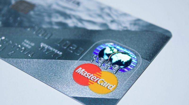 klasická půjčka nebo kreditní karta