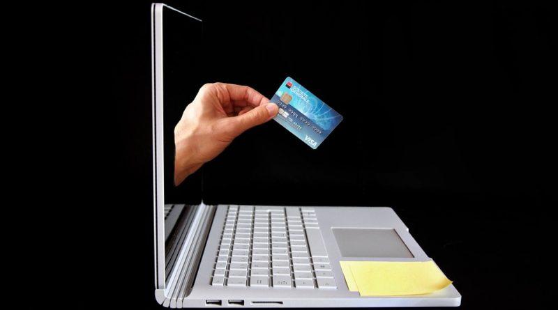 Lidé spravují své bankovní účty online