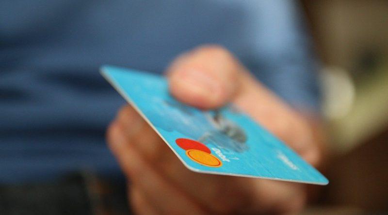 Bezhotovostní ekonomika může ohrozit svobodu, říká ekonom DRFG Martin Slaný