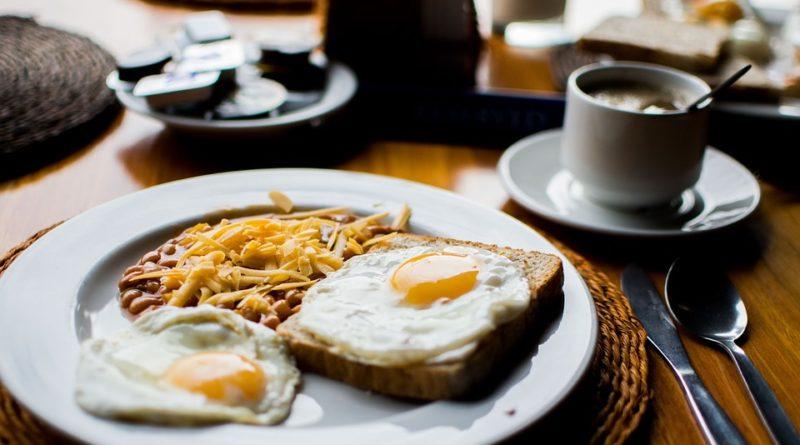 Snížily se ceny v restauracích, ale také útraty Čechů