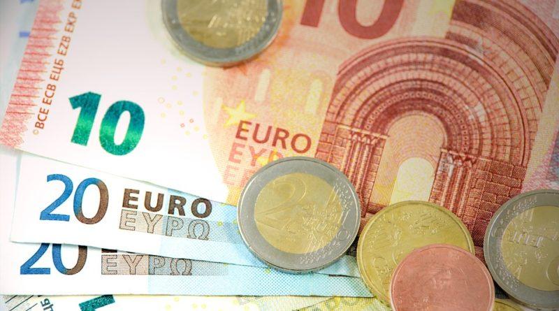 Co dělat se svými financemi v době krize? Investovat nebo uspořit?